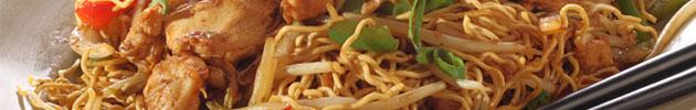 Chaumin (tallarines) y fansi (fideos de arroz)