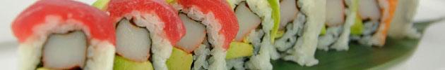 Rainbow rolls envueltos en mix de palta y salmón