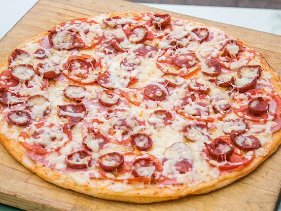 8 - Pizza española familiar
