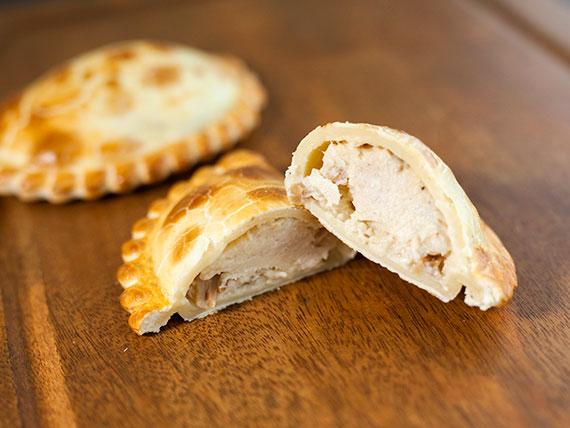 11 - Empanada de pollo al champignon