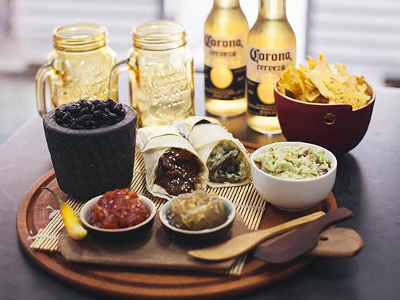 Combo M con entrada - 2 fajitas + frijoles + nachos con cheddar (para una persona)