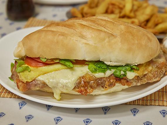Sándwich especial de milanesa completo