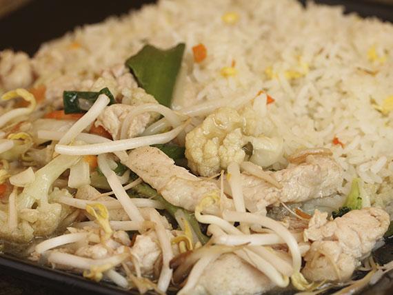 Chapsui con pollo y arroz