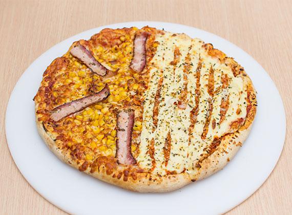Pizza meio à meio média