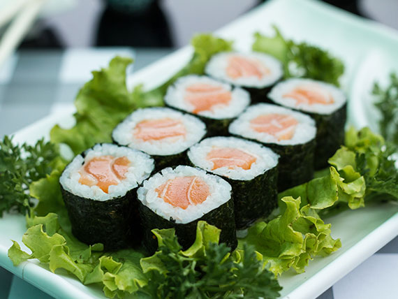 125 - Hossomaki shakemaki (salmão)