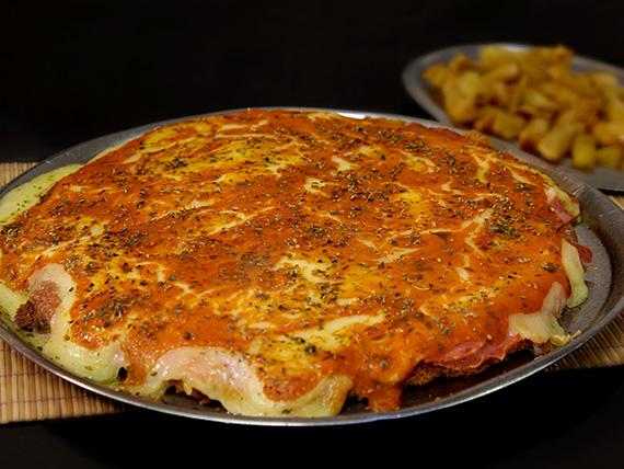 Suprema de pollo napolitana con papas fritas