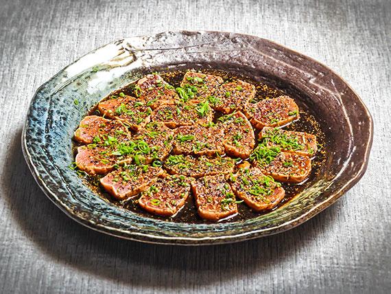 Sashimi darumá marinado (8 unidades)